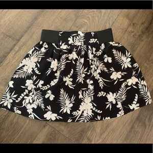 Joe b black and white floral flowy skirt
